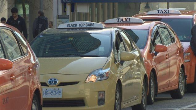 Une file de taxis à Vancouver.