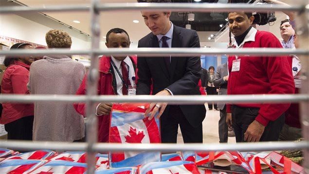 Le premier ministre Justin Trudeau souhaite la bienvenue aux réfugiés syriens.