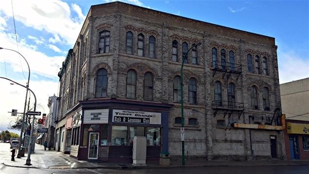 L'extérieur de l'édifice du Times Changed, au coin de l'avenue St. Mary et de la rue Main.
