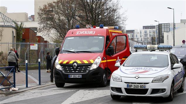 Les autorités poursuivent leur enquête sur les lieux de l'attaque.