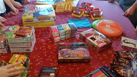 Des jeux et des jouets amassés par la famille McLean pour les réfugiés