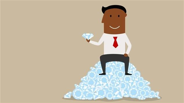 Un personnage est assis sur une montagne de diamants.