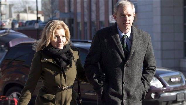 Dennis Oland et son épouse, Lisa