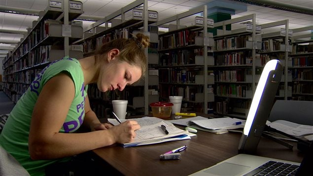 Luminothérapie dans une bibliothèque d'Edmonton