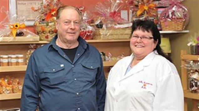 Étienne St-Pierre, Propriétaire de S.K. Export Inc., et Julienne Bossé, Secrétaire administrative / Assistante gérante.