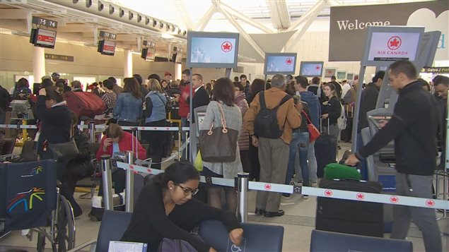 L'aéroport Pearson attend 127 000 passagers aujourd'hui.
