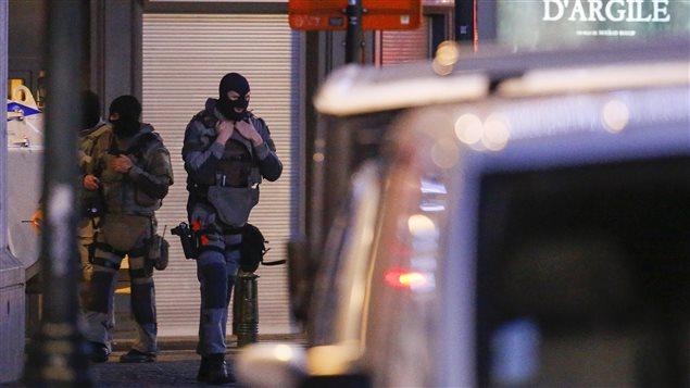 Des forces spéciales de la police belge ont participé aux opérations de dimanche soir, à Bruxelles.