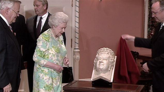 L'effigie de la reine Élisabeth II au parlement