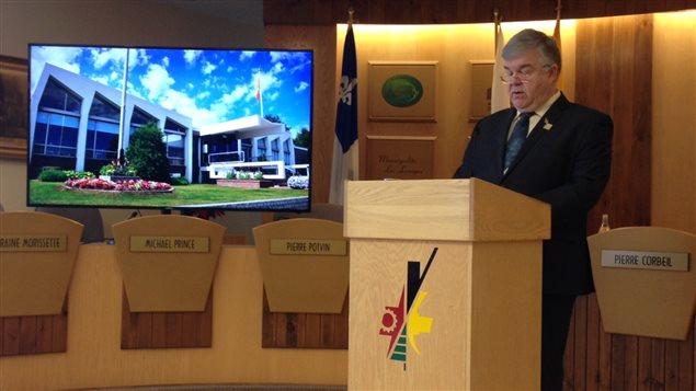 Le maire de Val-d'Or, Pierre Corbeil, présentant son budget 2016