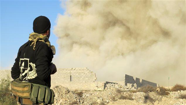 Un soldat irakien dans le quartier Hoz à Ramadi, en Irak