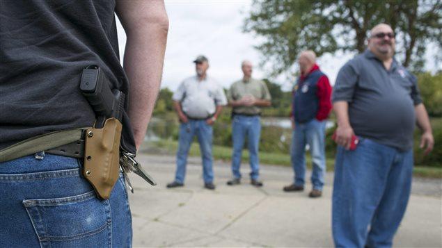 Des manifestants en faveur du port d'armes visibles au Michigan.