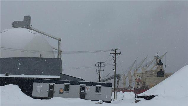 Le Federal Baffin est le premier navire à faire le plein de granules de bois à l'anse au Foulon