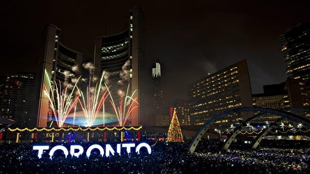Les feux d'artifice de la place Nathan Phillips à Toronto