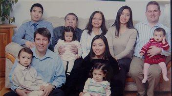 Une photo souvenir des familles Tran et Brousseau.