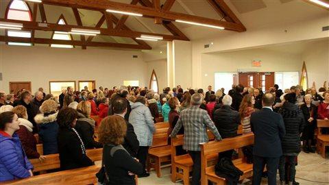 La population s'est présentée en grand nombre à la nouvelle église de Grande-Entrée.