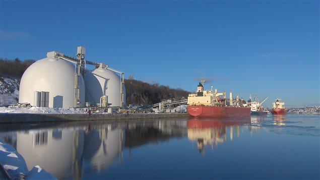Le navire Federal Baffin au terminal de transbordement d'Arrimage Québec