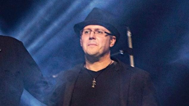 Phillip Nolan, à l'époque où il jouait dans un groupe avec Stephen Harper.