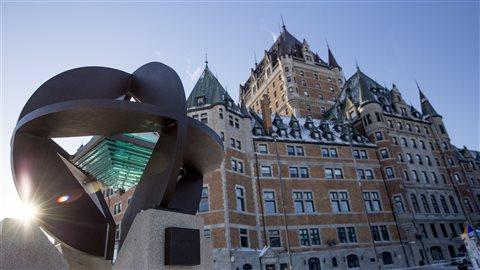 Monument soulignant l'inscription de Québec au Patrimoine mondial de l'UNESCO.