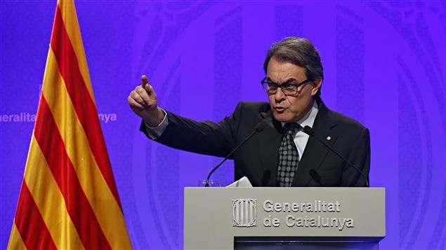 En conférence de presse, Artur Mas a déclaré qu'il refusait de retirer sa candidature, le 5 janvier 2016.