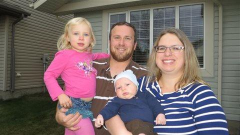 Jordan Van de Vorst, son épouse, Chanda, leur fille de 5 ans, Kamryn, et leur fils de 2 ans, Miguire