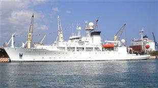 Le USNS Pathfinder, navire scientifique de la marine américaine.
