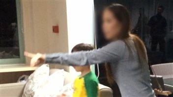 La mère Pipit et son fils, l'une des présumées victimes de pédophilie