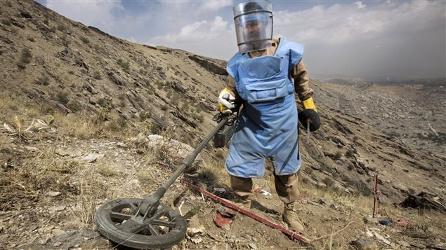 Image tirée de la série documentaire « 24 heures : Danger! » Ici : un démineur en Afghanistan