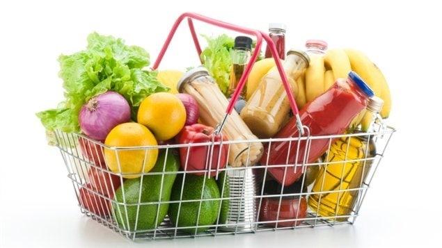 Les Américains ont droit à un guide alimentaire révisé tous les cinq ans. La nouvelle mouture a été présentée hier. Que doit-on retenir? Bernard Lavallée est nutritionniste, auteur de Sauver la planète une bouchée à la fois.