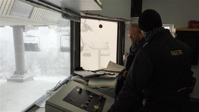 Tests sur la remontée mécanique au Mont-Sainte-Anne.