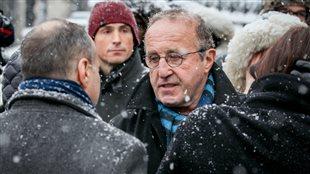 L'ex-chef d'antenne de Radio-Canada, Bernard Derome, fait partie des personnalités publiques qui ont assisté aux funérailles de Jean-Paul L'Allier.