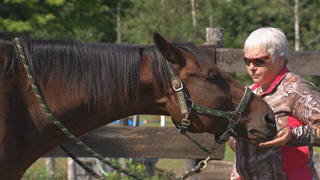 Gisèle Gariépy et un cheval de race standardbred