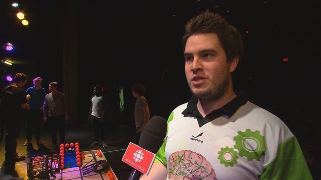 Jérôme Perron, arbitre en chef de la compétition VEX IQ, et finissant en génie à l'UQAR.
