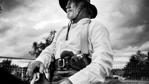 Image tirée de la série documentaire «Faut en parler» : «La culture des armes»