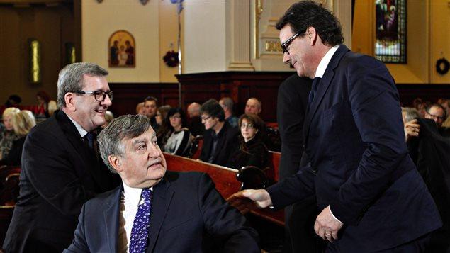 Le maire de Québec, Régis Labeaume, l'ancien premier ministre du Québec Lucien Bouchard, et le chef du PQ Pierre Karl Péledeau, aux funérailles de Jean-Paul L'Allier à Québec.