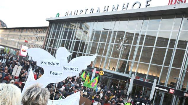 Une marche contre le racisme et le sexisme dans la foulée des agressions du Nouvel An a eu lieu à Cologne samedi 9 janvier.