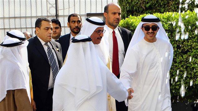 Le ministre émirati des Affaires étrangères Cheikh Abdullah bin Zayed Al Nahyan assiste à une séance d'urgence de la Ligue arabe au Caire, en Égypte.