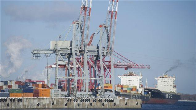 Port de Montréal. Selon les économistes de Desjardins,  la croissance du PIB sera notamment fouettée par « la bonne tenue des exportations ».