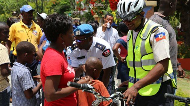 policier-velo-haiti