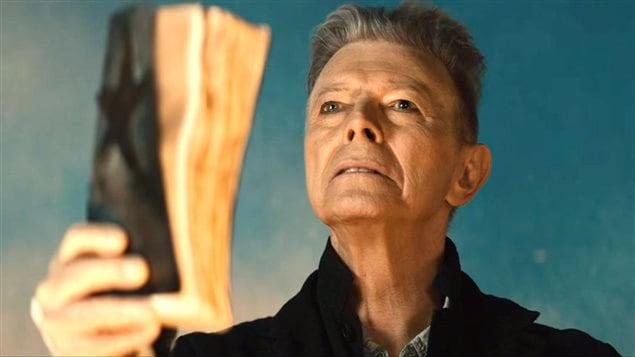 David Bowie, dans le clip « Blackstar »