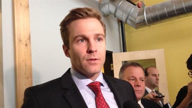 Le premier ministre du N.-B.  Brian Gallant lors d'un point de presse à Saint-Jean, lundi matin