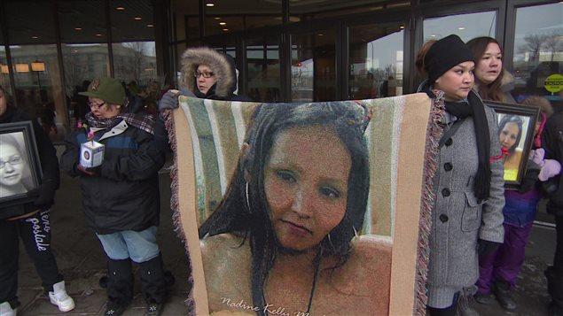 Les proches de Nadine Machiskinic ont marché à sa mémoire dimanche, un an après sa mort.