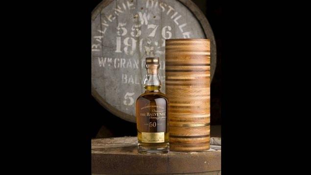 Une bouteille de Balvenie 50 and d'âge.
