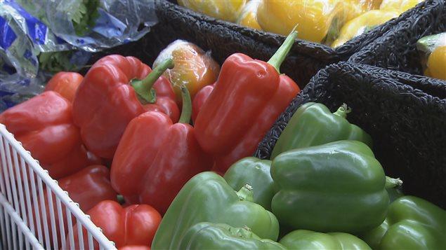 Les organismes communautaires doivent composer avec le coùt des fruits et des légumes à la hausse.