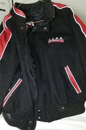 Le manteau que portait le suspect lors d'une tentative de vol à main armée à Campbellton, le 5 janvier.