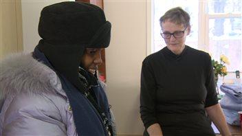 Karin Gordon (à droite), représentante de la maison d'accueil Hospitality House