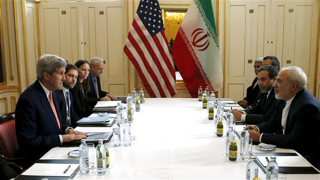 Le secrétaire d'État américain John Kerry a rencontré son homologue iranien, Mohammad Javad Zarif, en Autriche, le jour de la levée des sanctions internationales contre l'Iran.