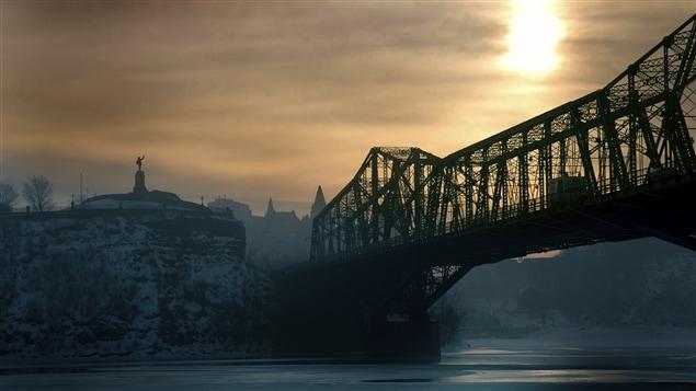 Le pont Alexandria passe au dessus de la rivière des Outaouais et relie Ottawa à Gatineau.