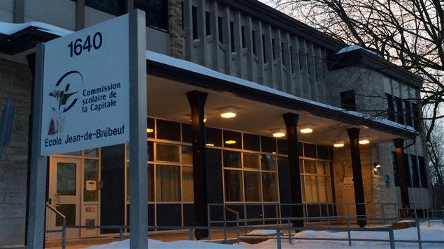 L'école Jean-de-Brébeuf est fermée pour la journée.