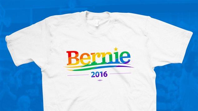 Un t-shirt aux couleurs de la fierté gaie vendu sur le site web de Bernie Sanders