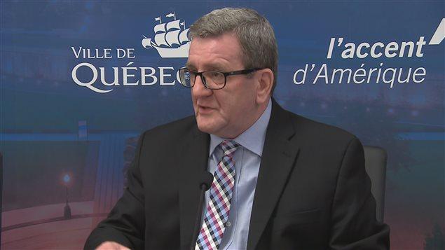 Le maire Régis Labeaume annonce un gel de taxes pour deux ans.